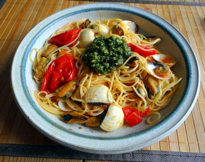 Spaghetti mit zweierlei Muscheln,Apfelkompott (1)