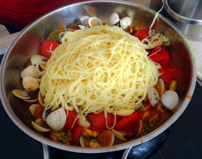 Spaghetti mit zweierlei Muscheln,Apfelkompott (11)