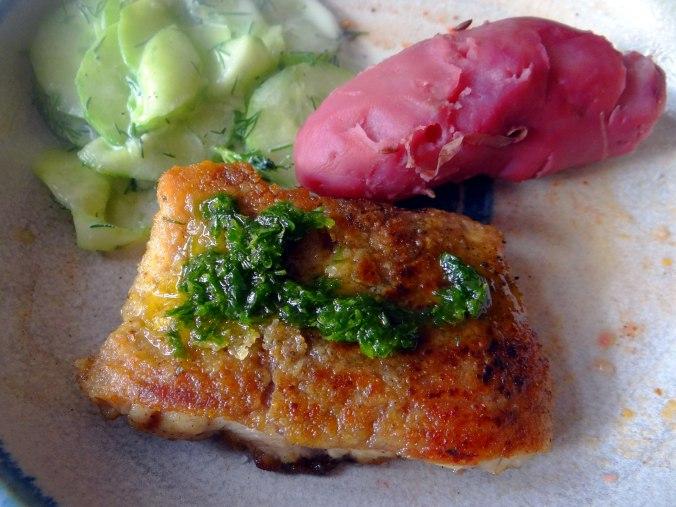 Wels mit roten Kartoffeln und Kaiserschoten (3)