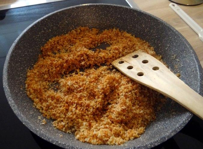 Wickelklöße,Petersiliensoße,Gurkensalat,Joghurtspeise (11)