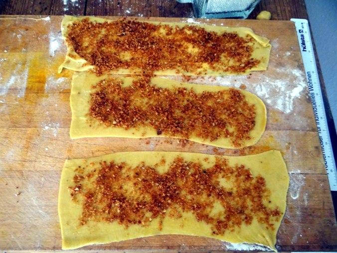 Wickelklöße,Petersiliensoße,Gurkensalat,Joghurtspeise (13)