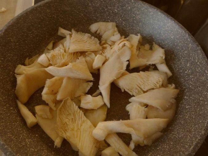 Austernpilz Risotto,Chamignon,Käse Cräcker,Salat,Quitten (11)
