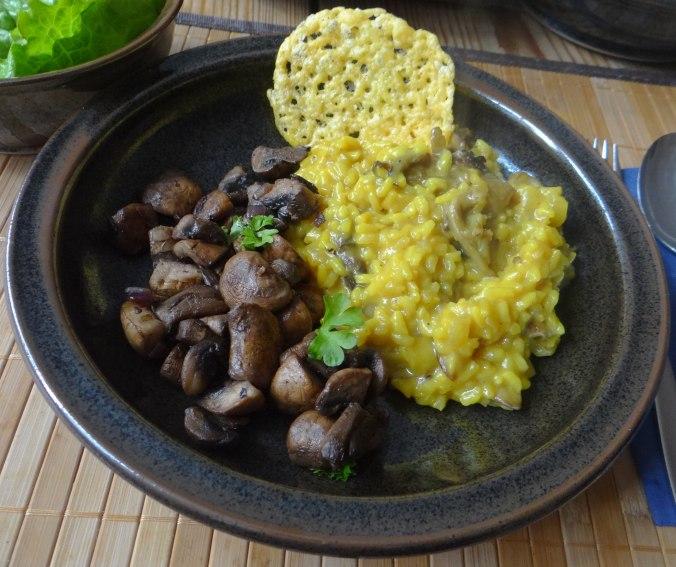 Austernpilz Risotto,Chamignon,Käse Cräcker,Salat,Quitten (2)