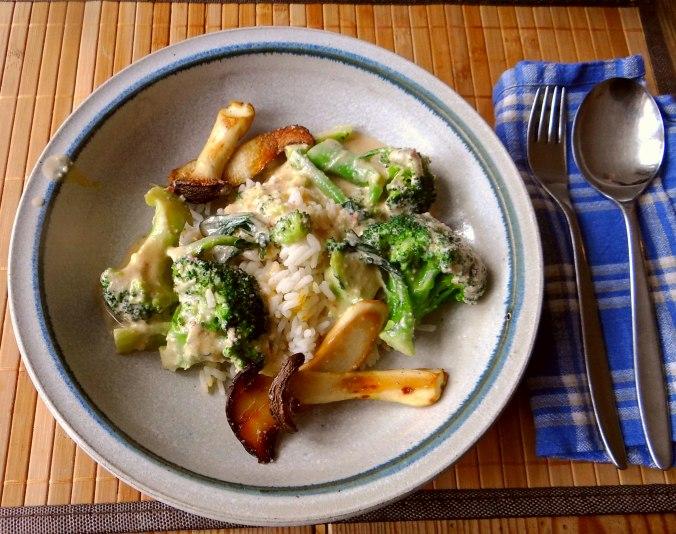 Brokkoli,Erdnußsauce,Kräutersaitlinge (1)
