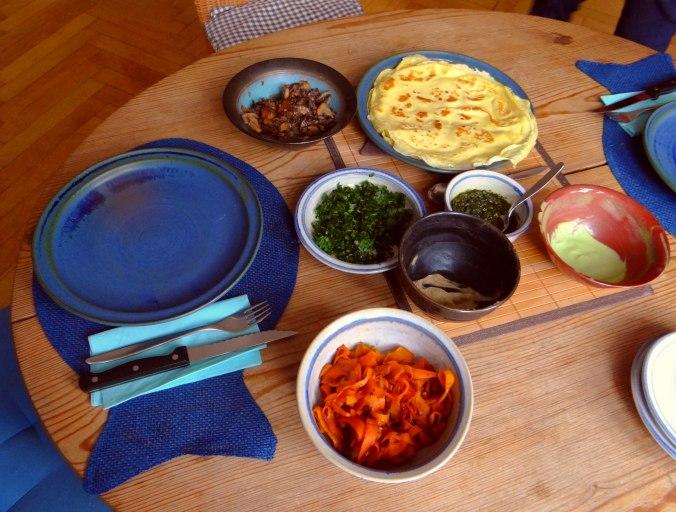Gefüllte Eierpfannkuchen mit Ingwersirup Möhren (3)