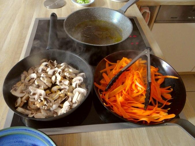 Gefüllte Eierpfannkuchen mit Ingwersirup Möhren (7)