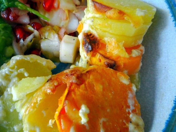 Kartoffelgratin,Avocadosalat,Chicoreesalat mit Granatapfelkernen (14)
