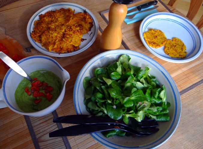 Kürbis-Kartoffel Puffer,Guacamole,Feldsalat (5)