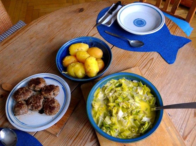 Lauchgemüse,Frikadellen,Pellkartoffeln (3)