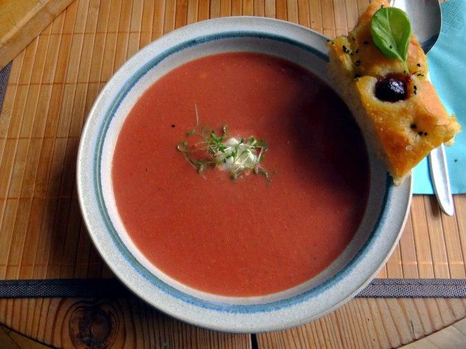 Schwarze Karottensuppe und Focaccia (15)