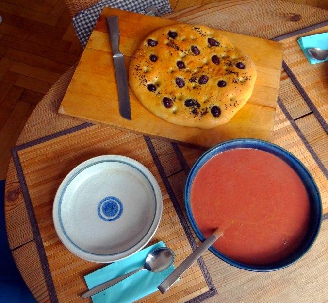 Schwarze Karottensuppe und Focaccia (3)
