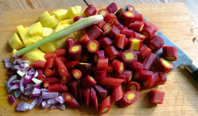 Schwarze Karottensuppe und Focaccia (6)