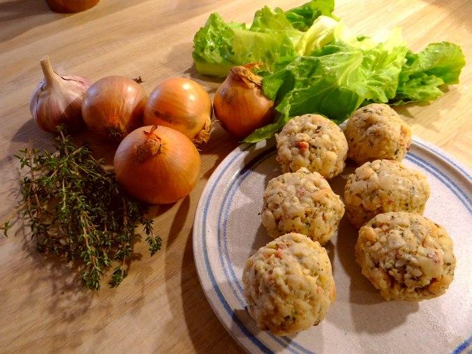 Zwiebelsauce,Speckknödel,Rote Beete Salat (5)