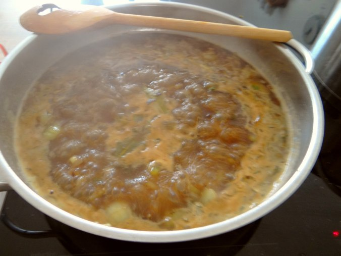 Zwiebelsauce,Speckknödel,Rote Beete Salat (8)