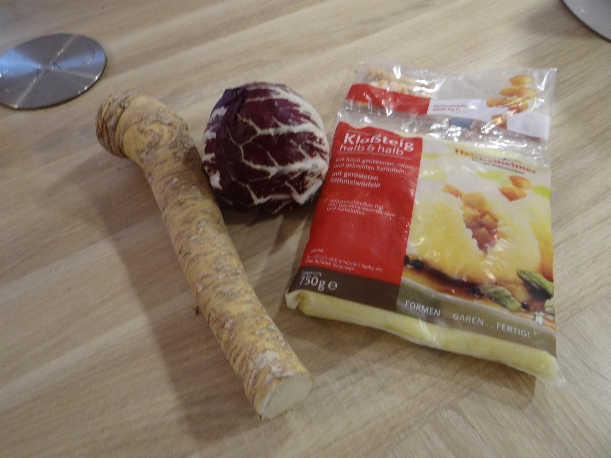 Meerrettichsauce Beinscheibe,Klöße,Salat (7)