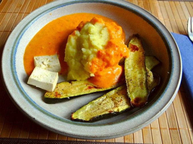 Paprika Sauce,Kartoffelstampf,Zucchini (14)