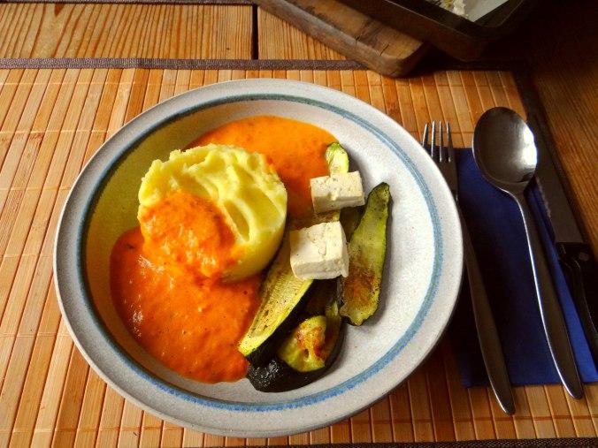 Paprika Sauce,Kartoffelstampf,Zucchini (16)