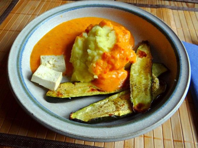 Paprika Sauce,Kartoffelstampf,Zucchini (2)