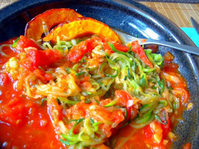Zucchini Zoodles,Tomatensoße (18)