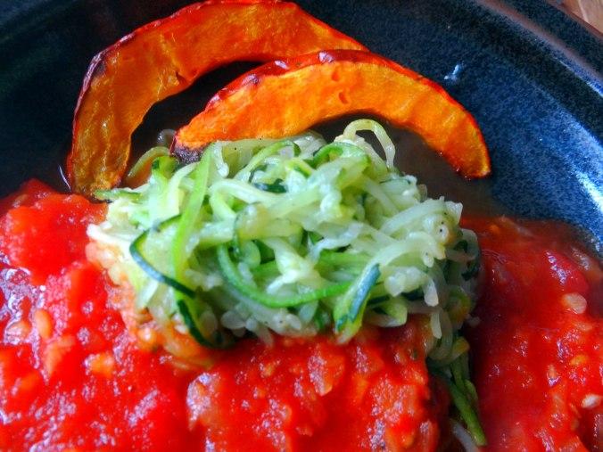 Zucchini Zoodles,Tomatensoße (3)