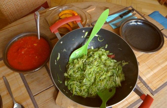 Zucchini Zoodles,Tomatensoße (5)