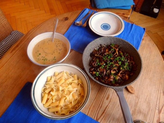 Austernpilze,Nudeln,Sauce (10)