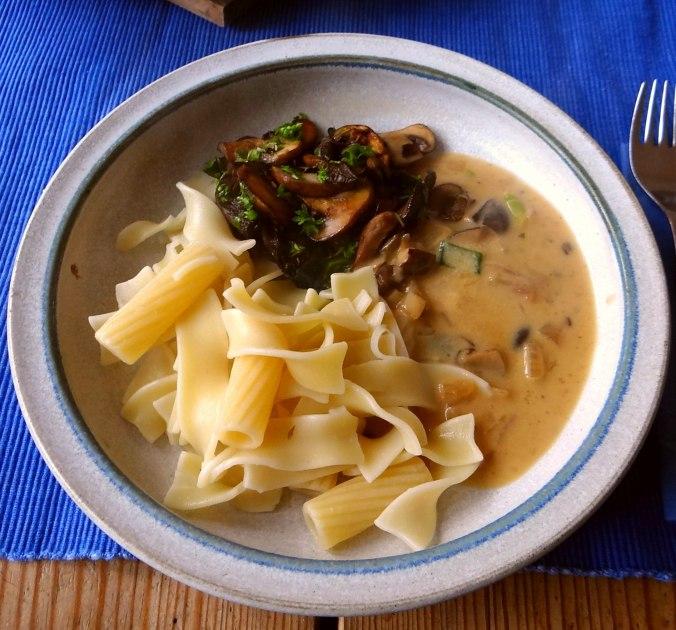 Austernpilze,Nudeln,Sauce (2)