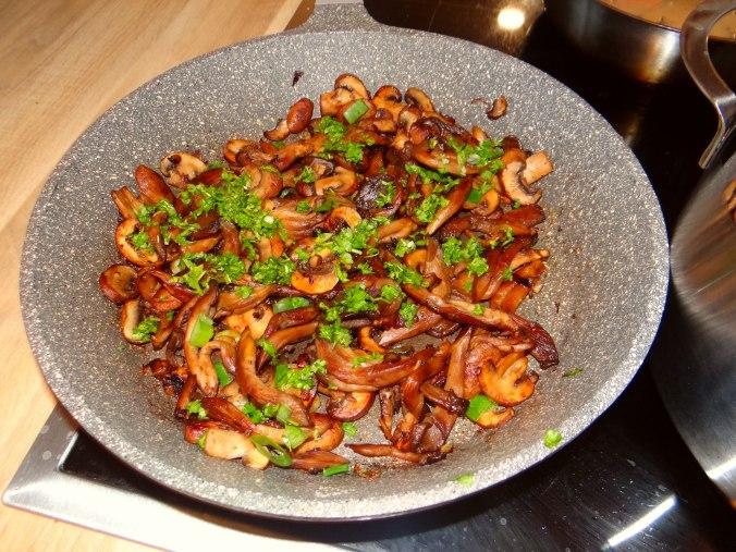Austernpilze,Nudeln,Sauce (9)