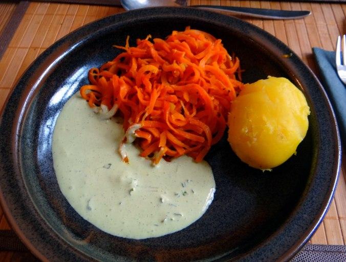 Möhren Zoodles,Kräuter Dip (1)