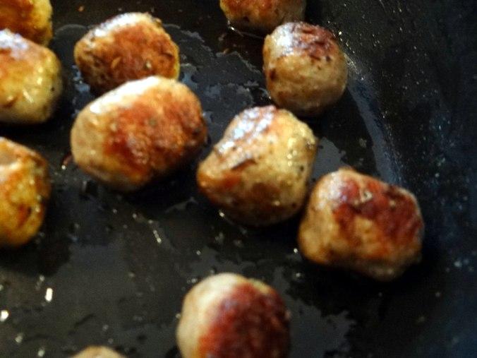 Rohgebratene Kartoffeln,Hackbällchen,Dip,Feldsalat (12)