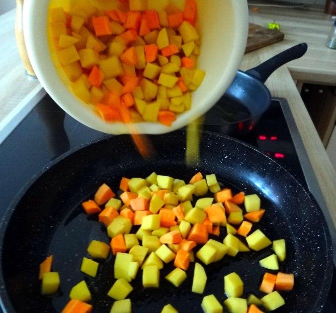 Rohgebratene Kartoffeln,Hackbällchen,Dip,Feldsalat (5)