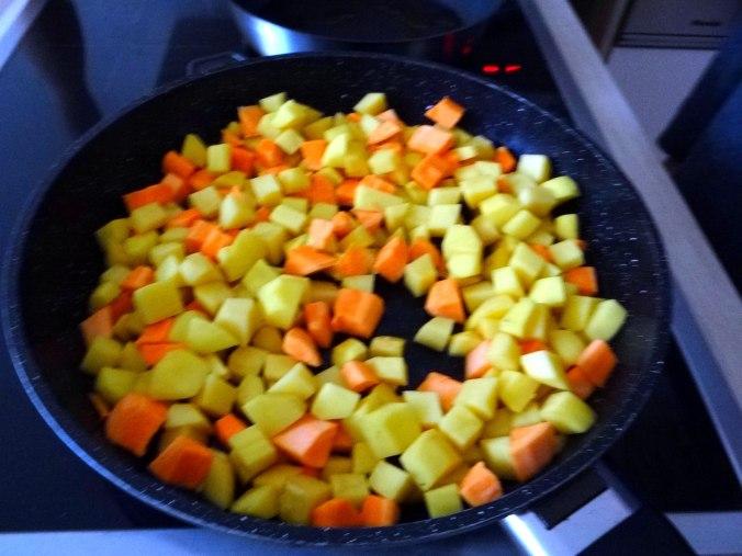 Rohgebratene Kartoffeln,Hackbällchen,Dip,Feldsalat (6)