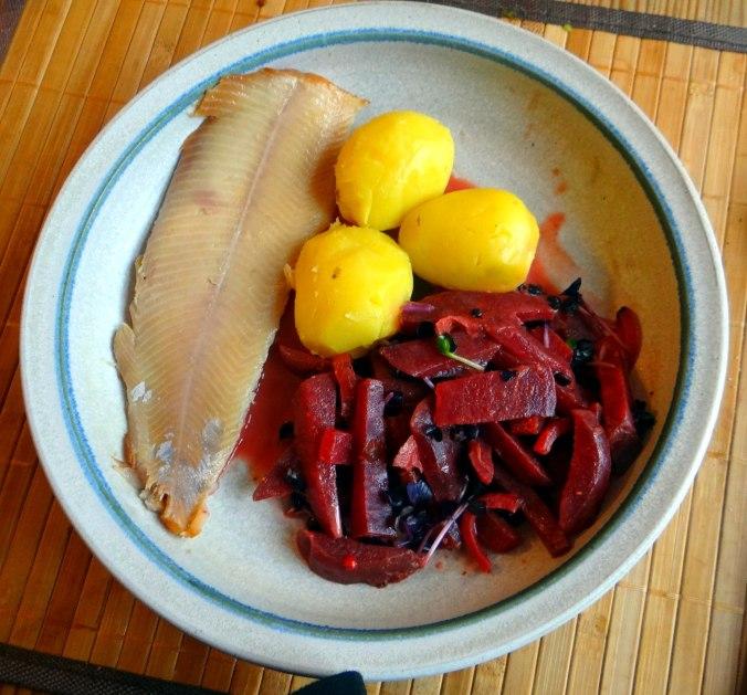 Rote Beete Gemüse,Geräucherte Forelle,Kartoffeln,Obstsalat (1)