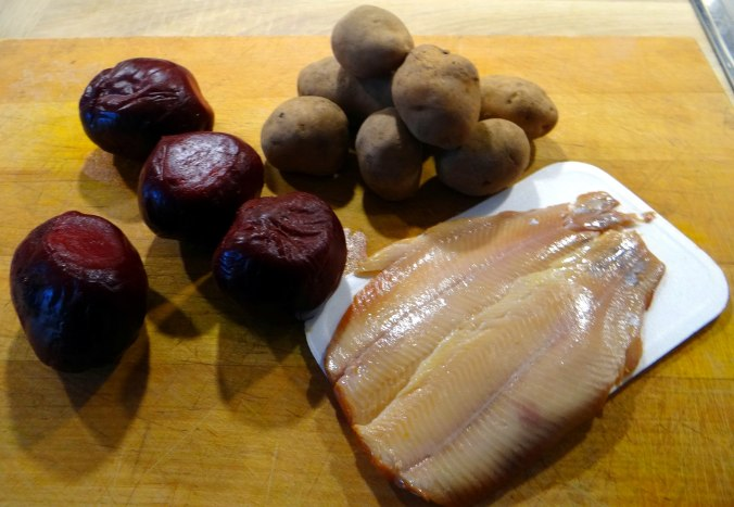 Rote Beete Gemüse,Geräucherte Forelle,Kartoffeln,Obstsalat (5)