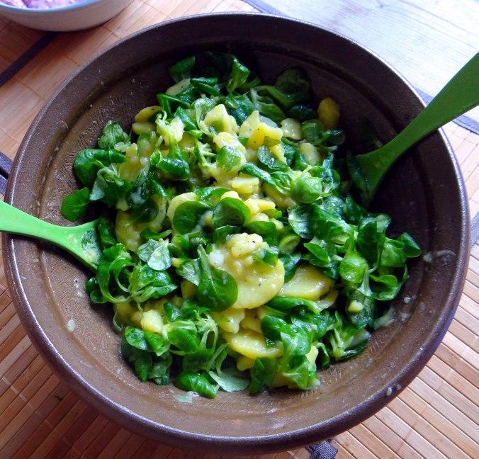Schlotziger Kartoffelsalat,poschierte Eier,Quarkspeise (1)