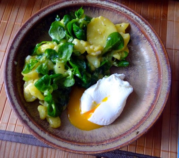 Schlotziger Kartoffelsalat,poschierte Eier,Quarkspeise (10)