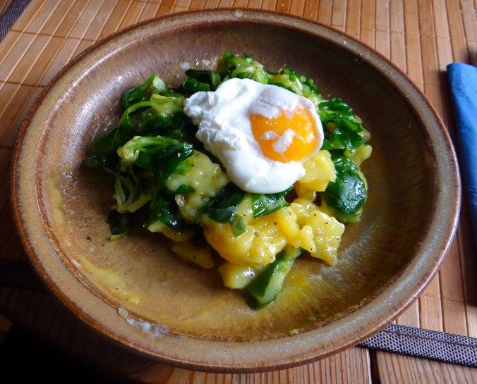 Schlotziger Kartoffelsalat,poschierte Eier,Quarkspeise (2)