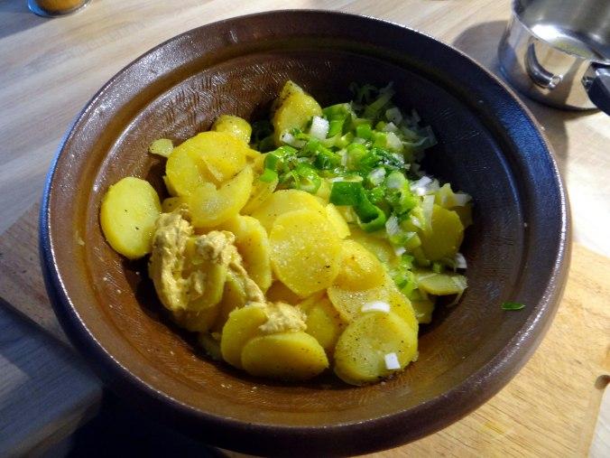 Schlotziger Kartoffelsalat,poschierte Eier,Quarkspeise (9)