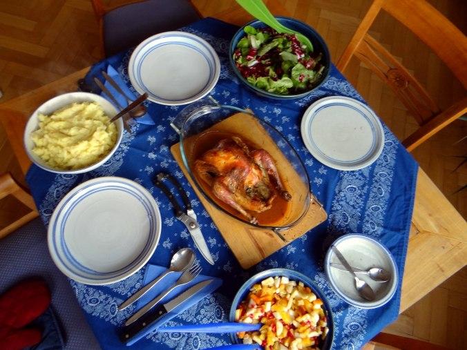 Perlhuhn,Kartoffel-Selleriestampf,Salat,Obstsalat (4)