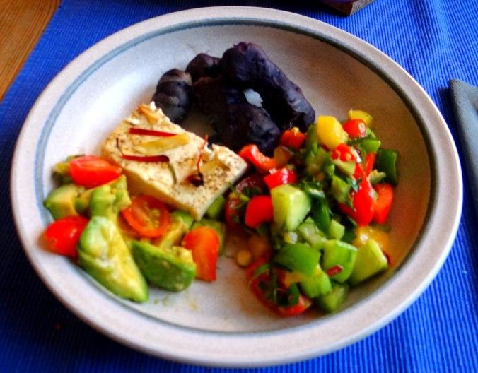 Salat,Schafskäse,blaue Kartoffel (1)