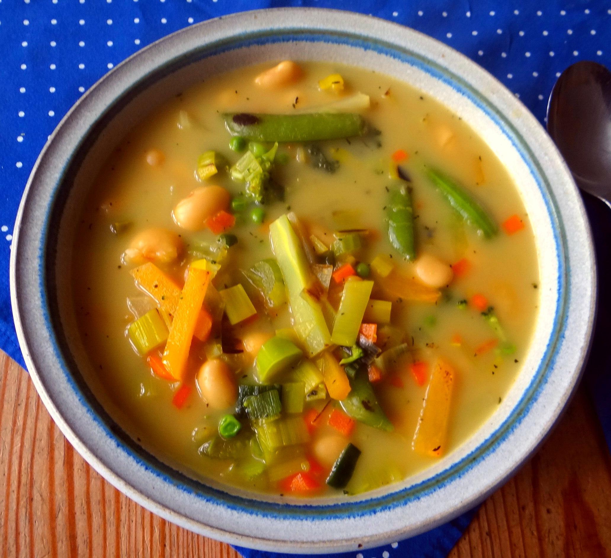 Gemüsesuppe mit weißen Bohnen (2)